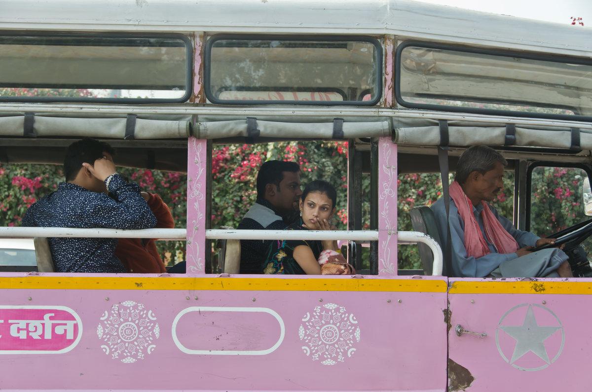 Мысли в розовом автобусе - Татьяна Василюк