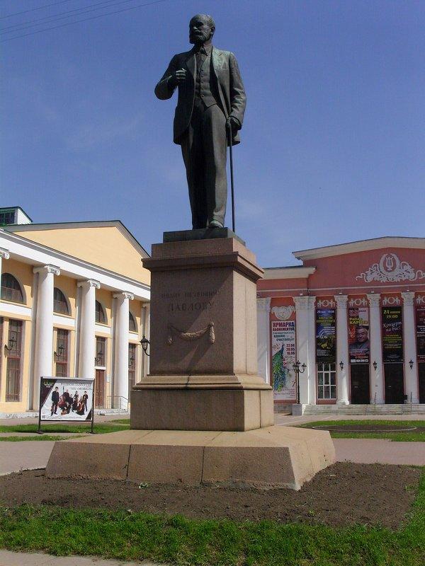 Памятник И.П. Павлову - Виктор Мухин