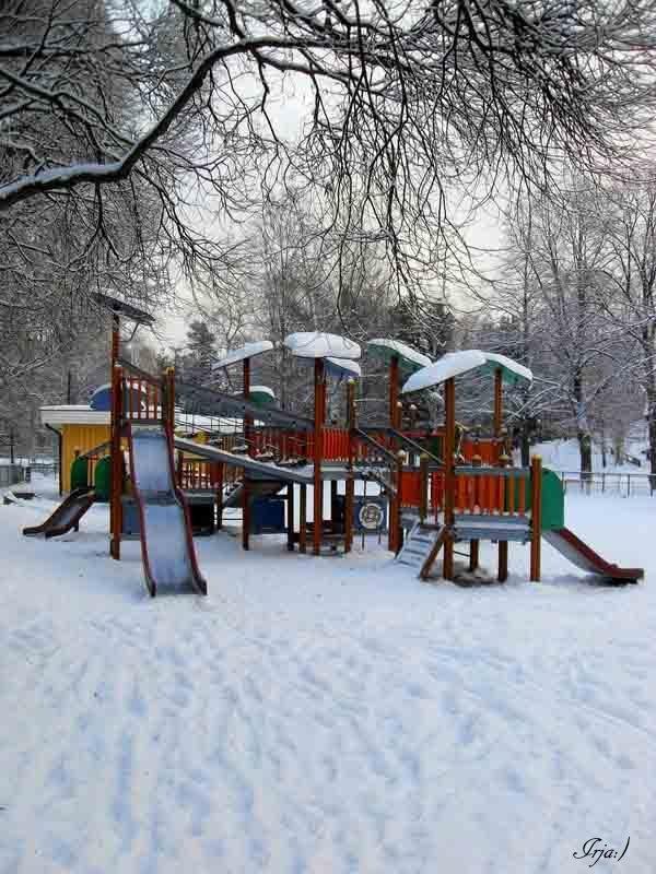 В детском игровом парке - Ирья Раски