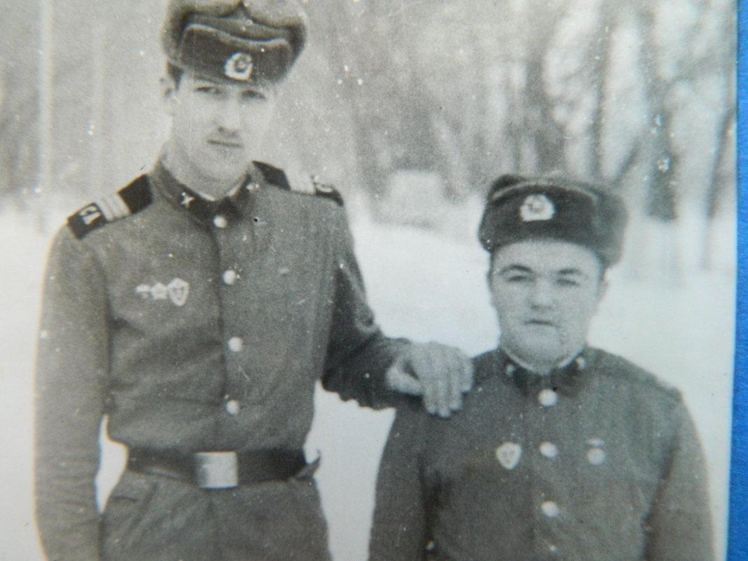 Служили два товарища ... - Александр Тарасенко