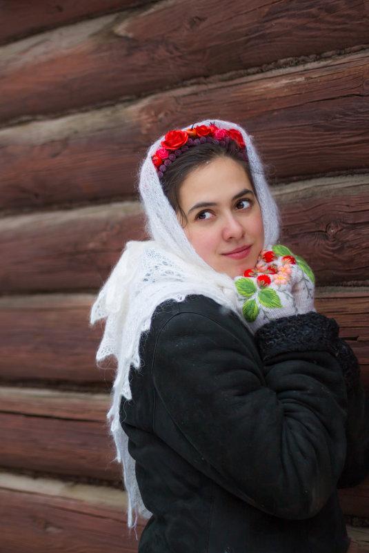 в платочке - Мария Корнилова