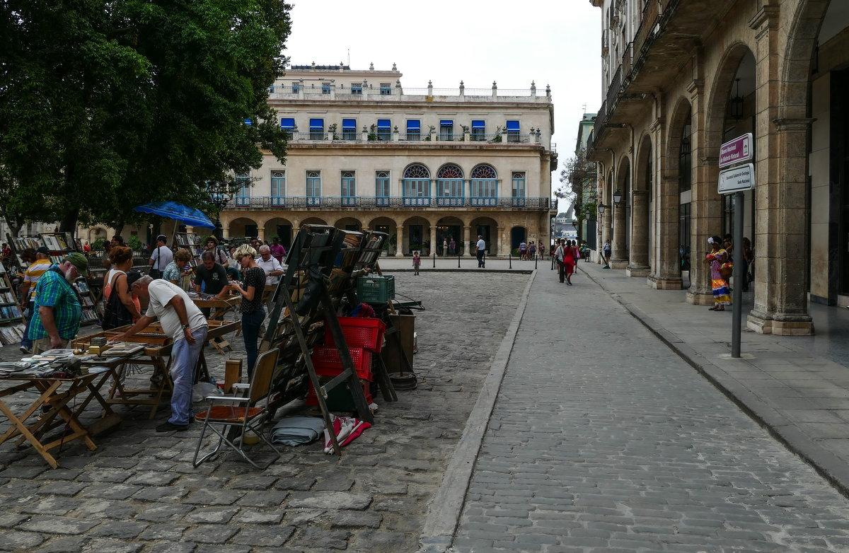 Plaza де Армас (Военная площадь), Гавана, Куба. - Юрий Поляков