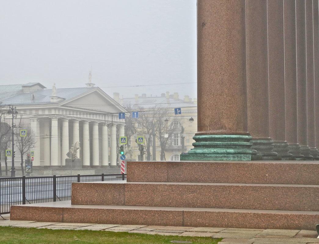 здание Манежа в утреннем тумане - Елена