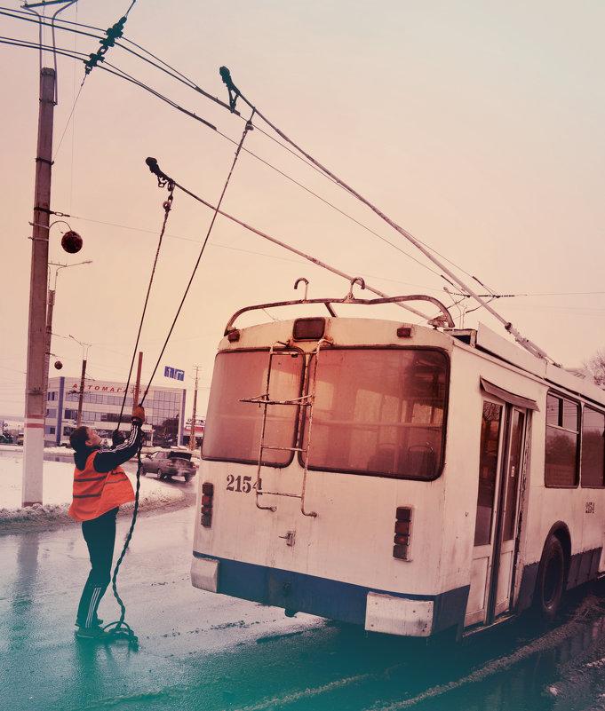 Троллейбуса, который идет на восток. - Олег Платонов