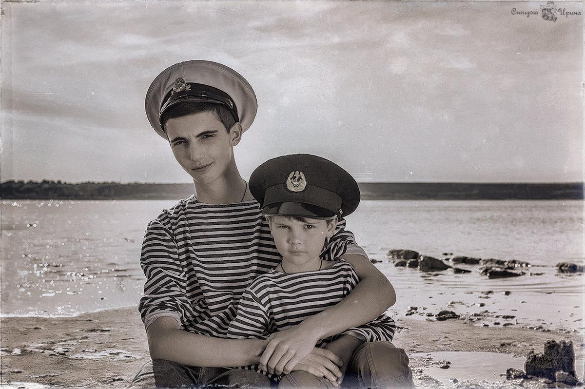 В красавице Одессе мальчишка голоштанный с ребячьих лет считался заправским моряком - Ира