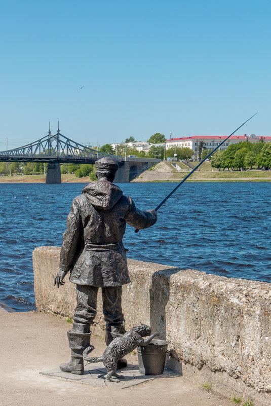 памятник рыбаку в россии