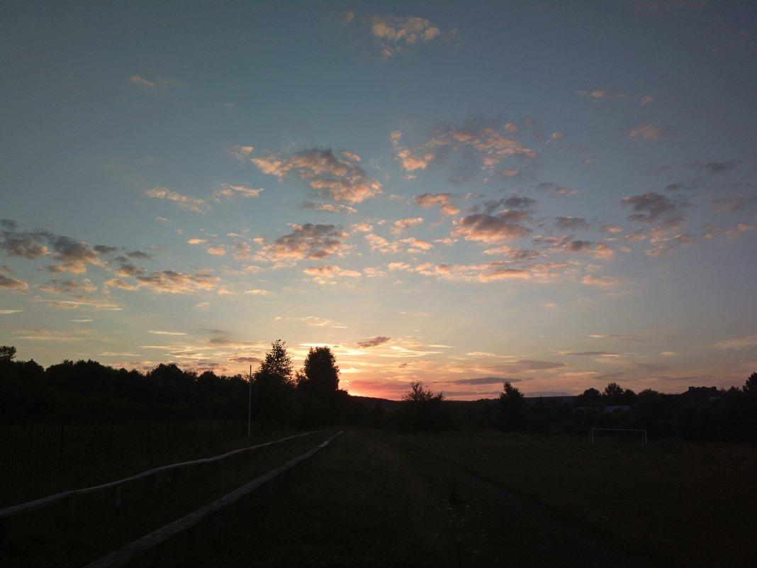 Закат на заброшенном стадионе - Николай Филоненко