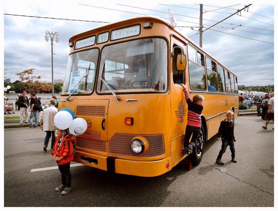 На выставке ретро-автобусов. ЛИАЗ 677-М - Денис Масленников