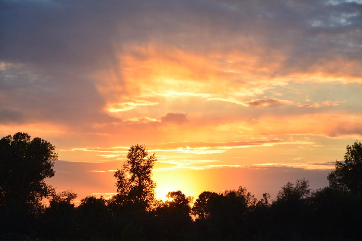 Солнышко рисует закат - юрий Амосов