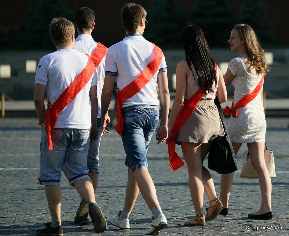 скоро в школу,не мы уже из... - Олег Лукьянов