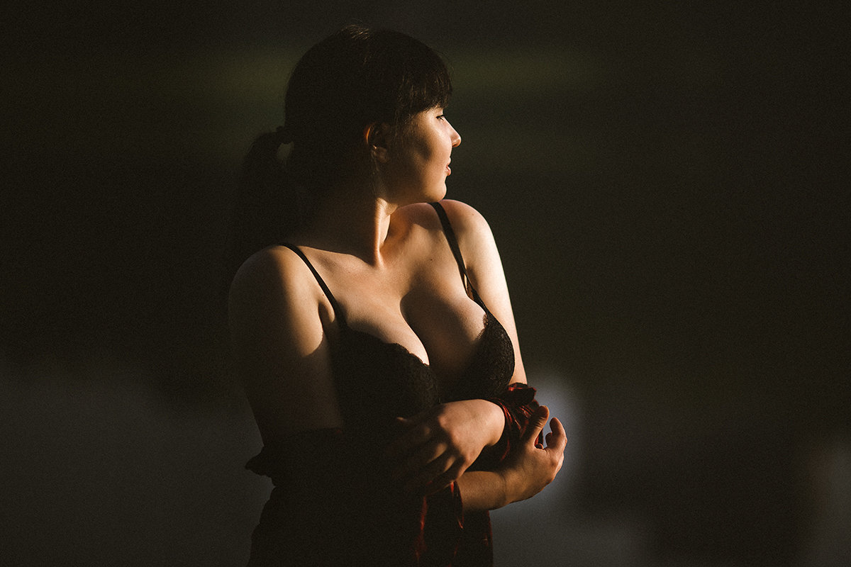 Девушка в лучах солнца - Алена Шпинатова