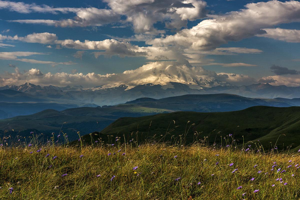 Пейзаж с Эльбрусом - Александр Хорошилов