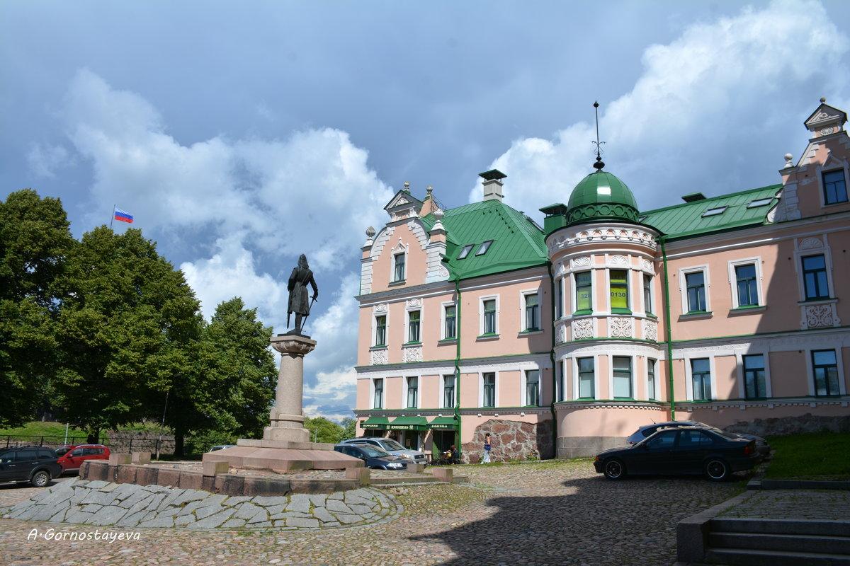 Бывший дом Векрута и памятник Торгильсу Кнутссону. - Anna Gornostayeva