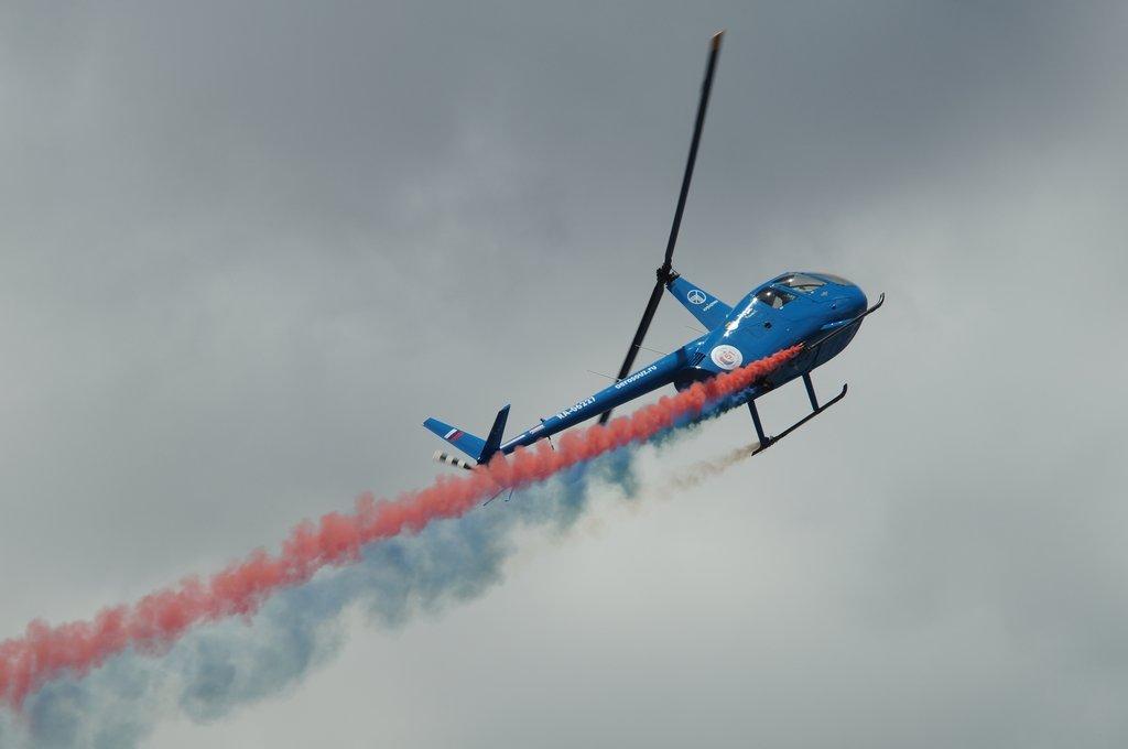 Пилотаж на R44, показательное выступление. - Олег Чернов