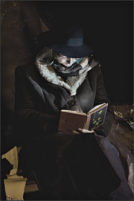 девушка с книгой - Jiří Valiska