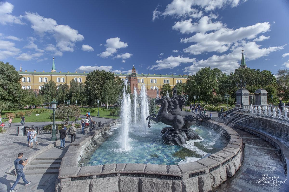 В Александровском саду - Юрий Захаров