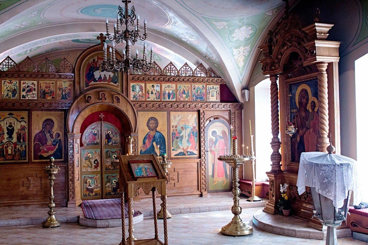 В  храме. - Анатолий Круглов