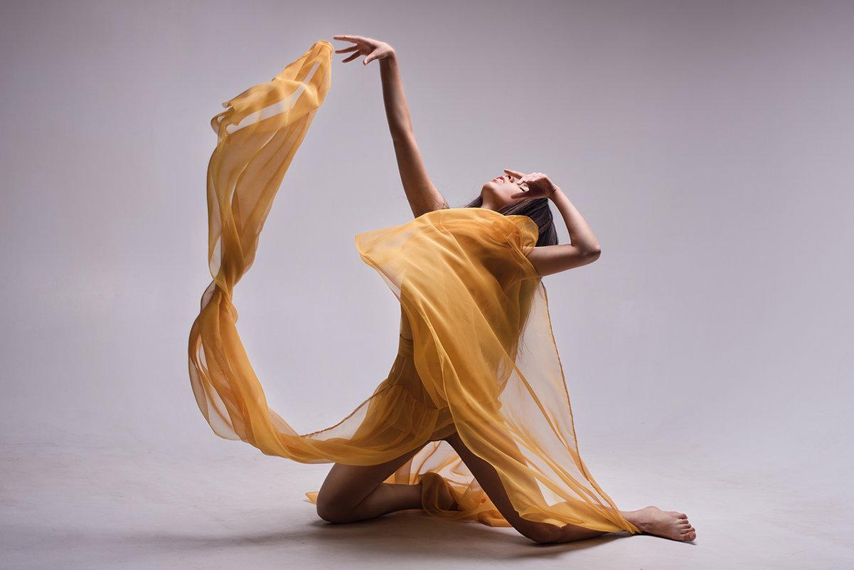 Aerial dancing - Alice Lain