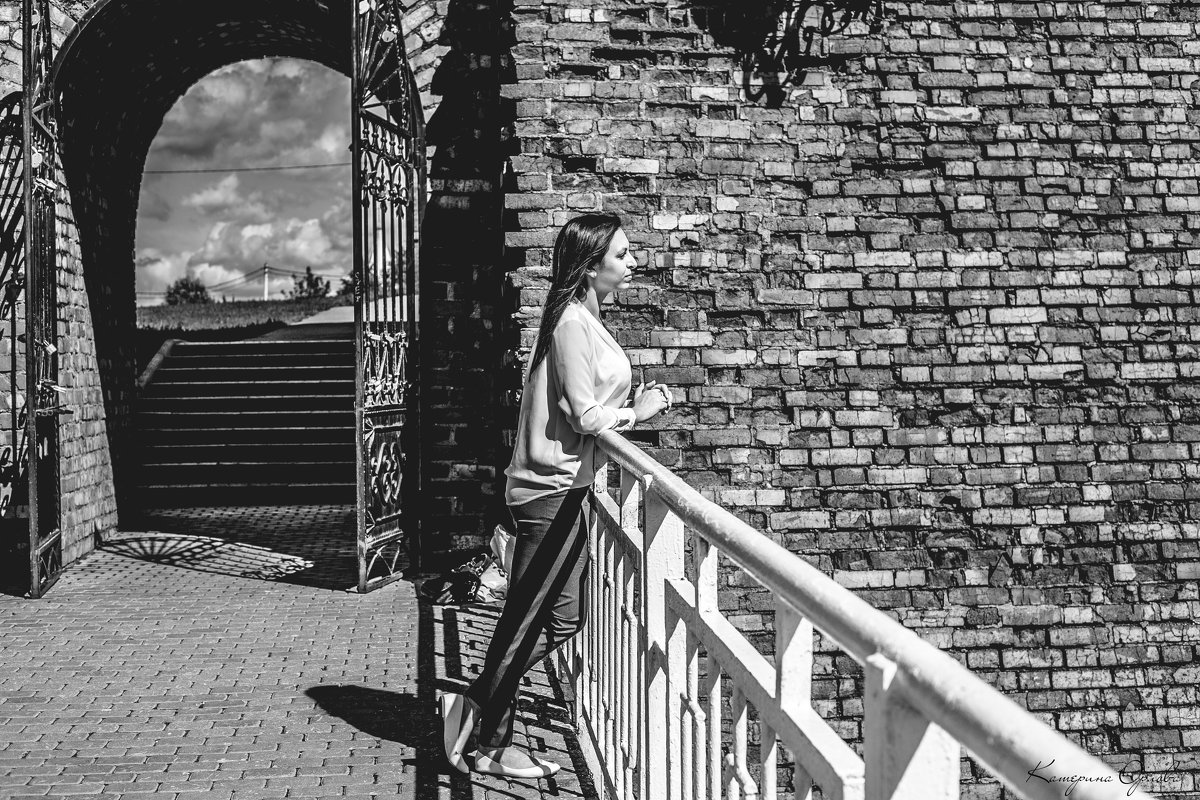 Только миг между прошлым и будущим - Катерина Орлова