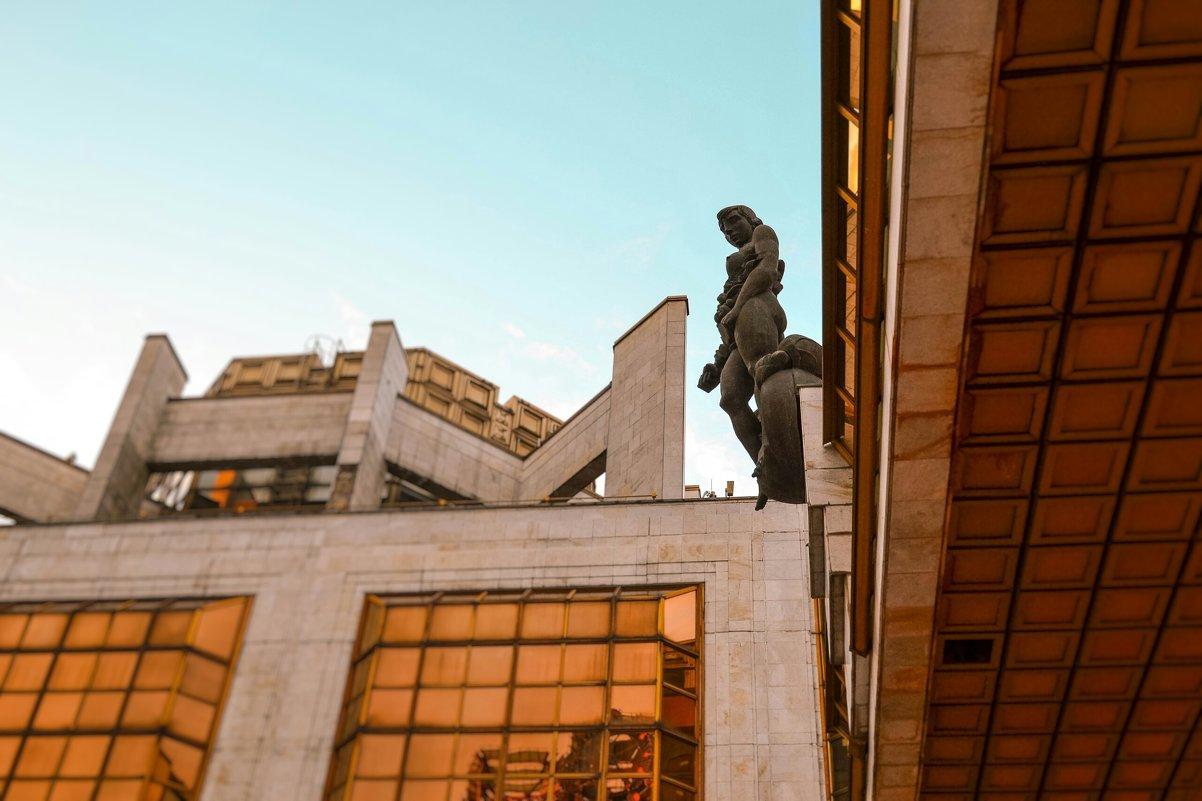 Одна из статуй РАН - Julia Tyagunova