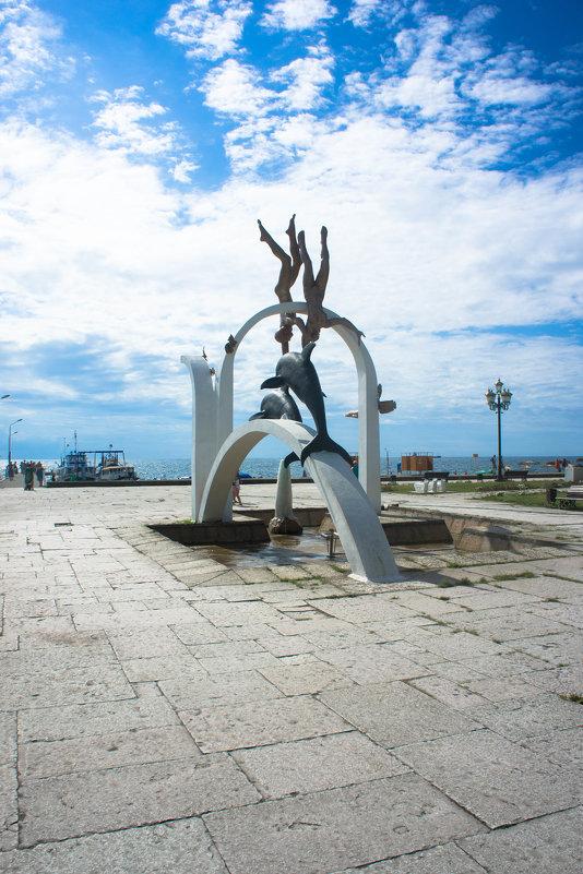 Скульптура на берегу - Андрей Наумов