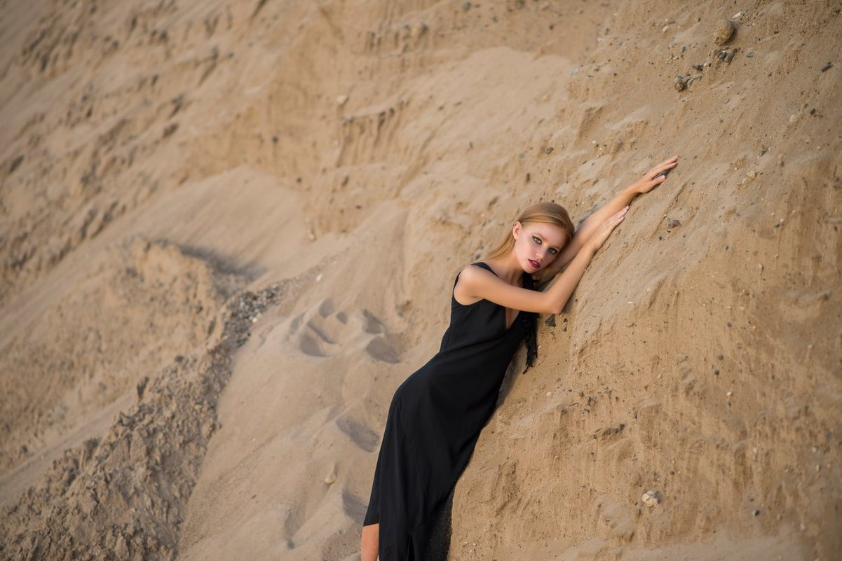 Ксюша в песке - Женя Рыжов