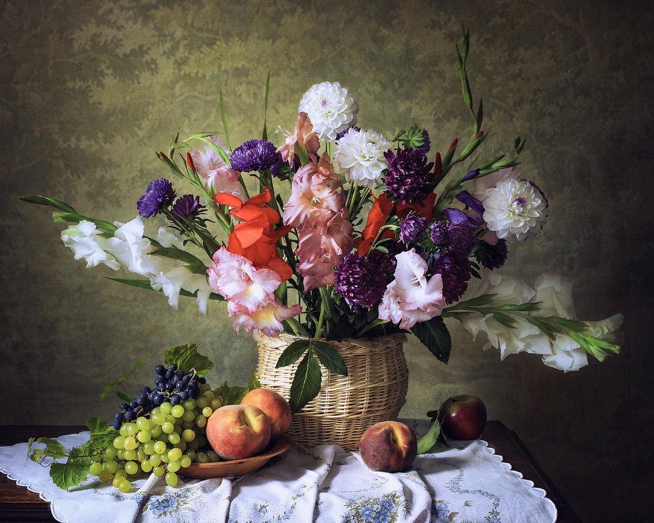 Натюрморт с корзиной осенних цветов - Ирина Приходько