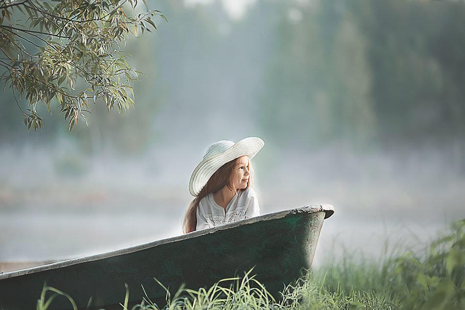 девочка в лодке - Наталья Момот