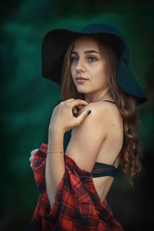 ** - Руслан-Оксана Романчук