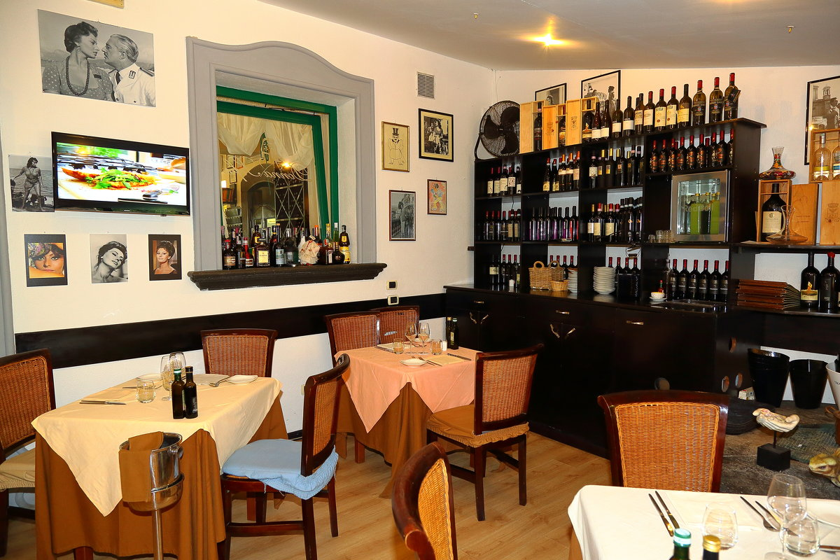 restaurant donna sofia , sorrento - ALEX KHAZAN