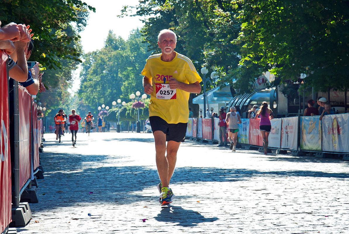 И стар, и млад... (Полумарафон. Полтава, сентябрь 2016) - Наталья Костенко