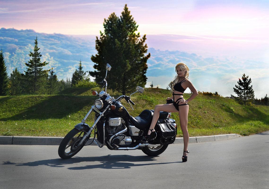 Девушка и мотоцикл - Anna Albert