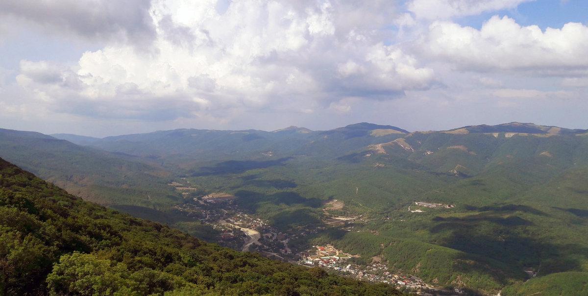 высоко высоко в горах, жил... - petrovpetrg