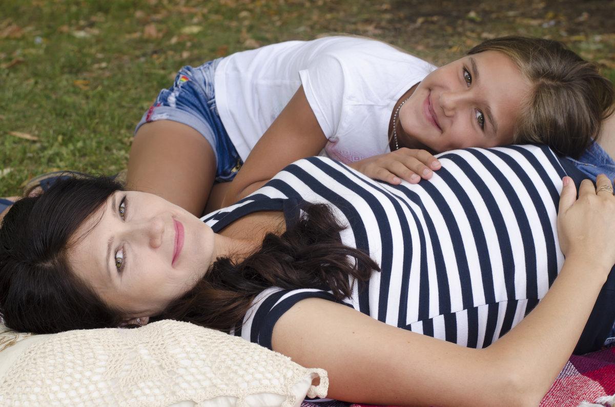 мама с дочкой - Ольга Русакова