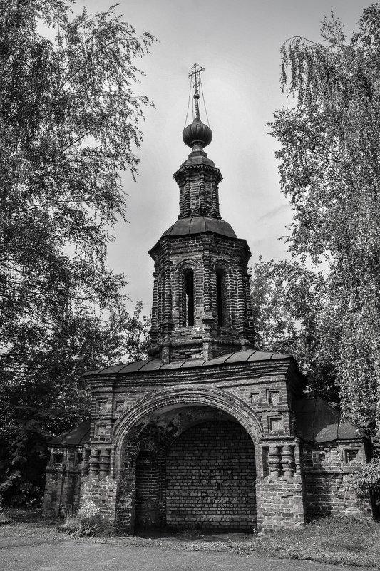 Колокольня рядом с церковью Иоанна Предтечи. Ярославль. - Сергей Тагиров