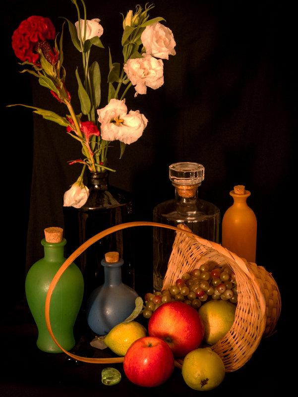 Натюрморт с корзинкой и бутылками - Alla
