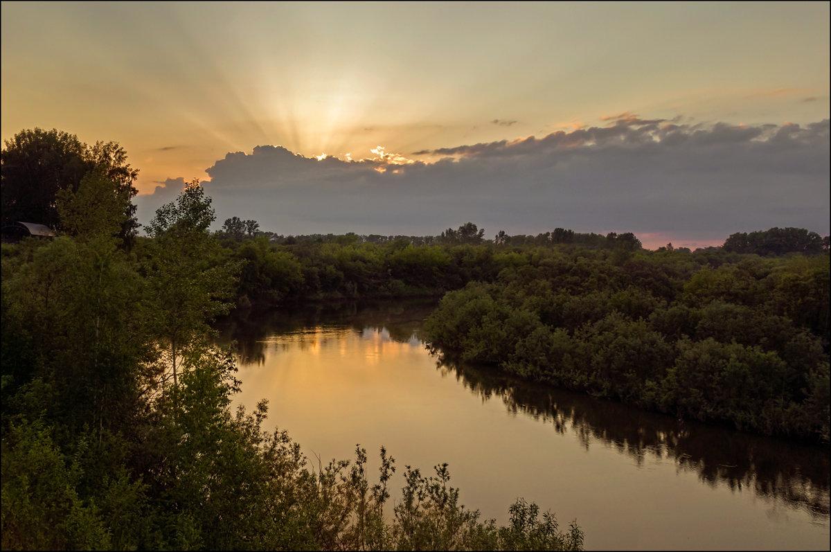 В лучах заходящего солнца - Олег Фролов
