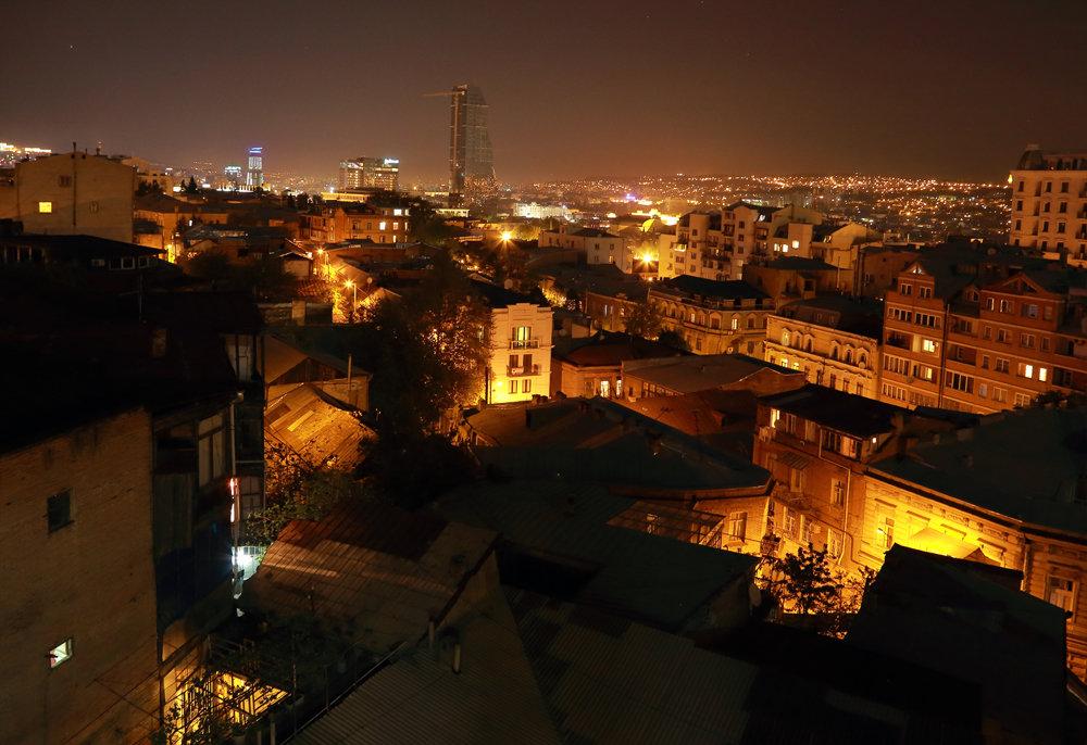 крыши ночного Тбилиси - Лидия кутузова