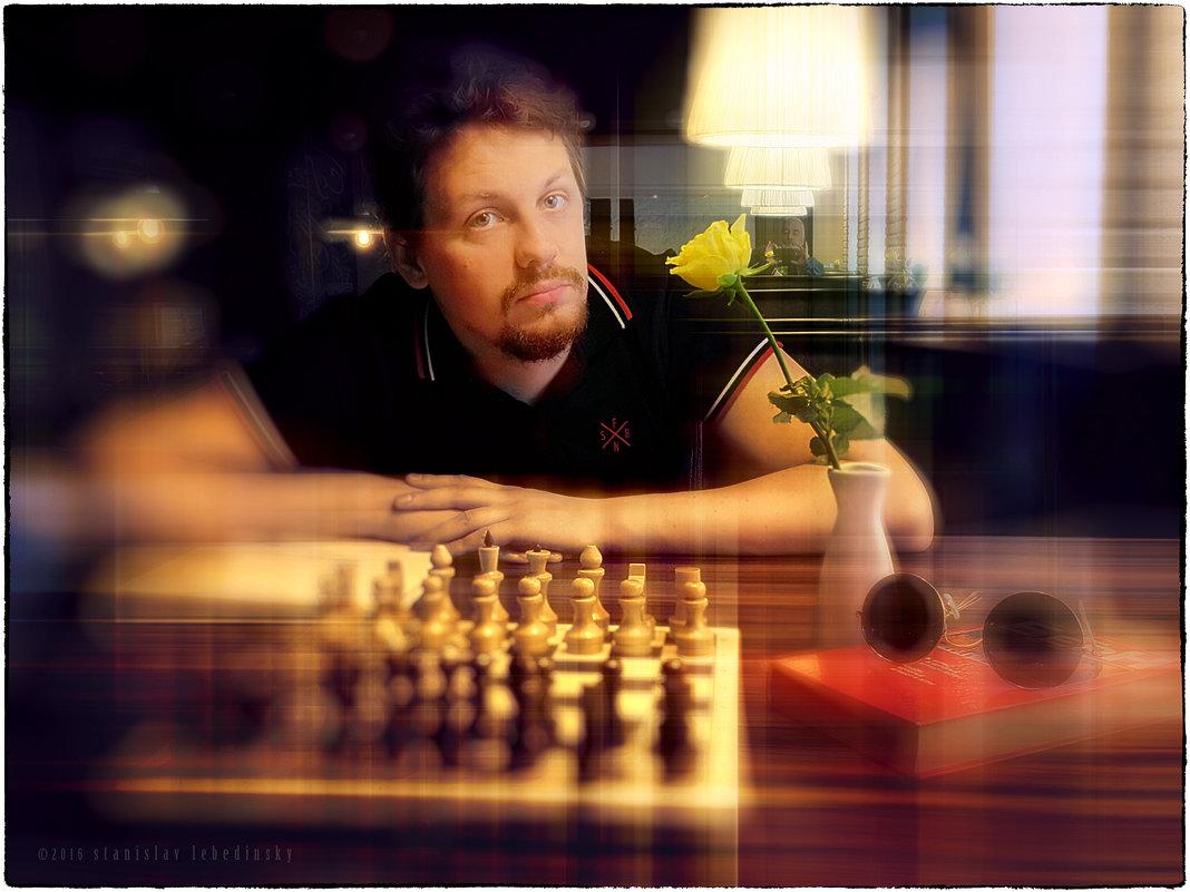 Портрет молодого человека с жёлтой розой - Станислав Лебединский