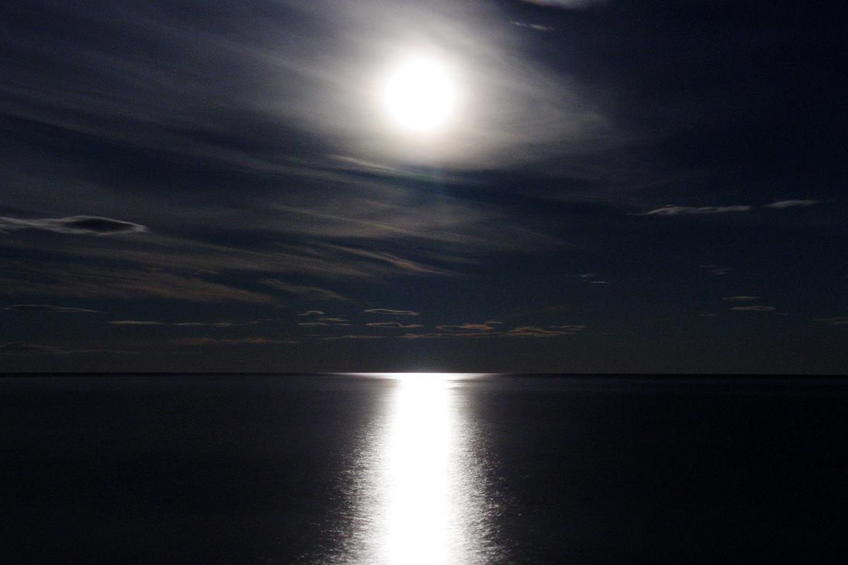 Лунная дорожка блистает серебром... - Сергей Погодаев