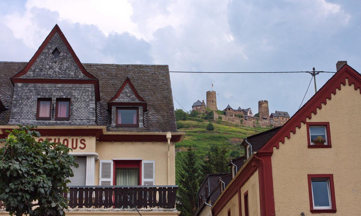 ...и крепость наверху - Walter