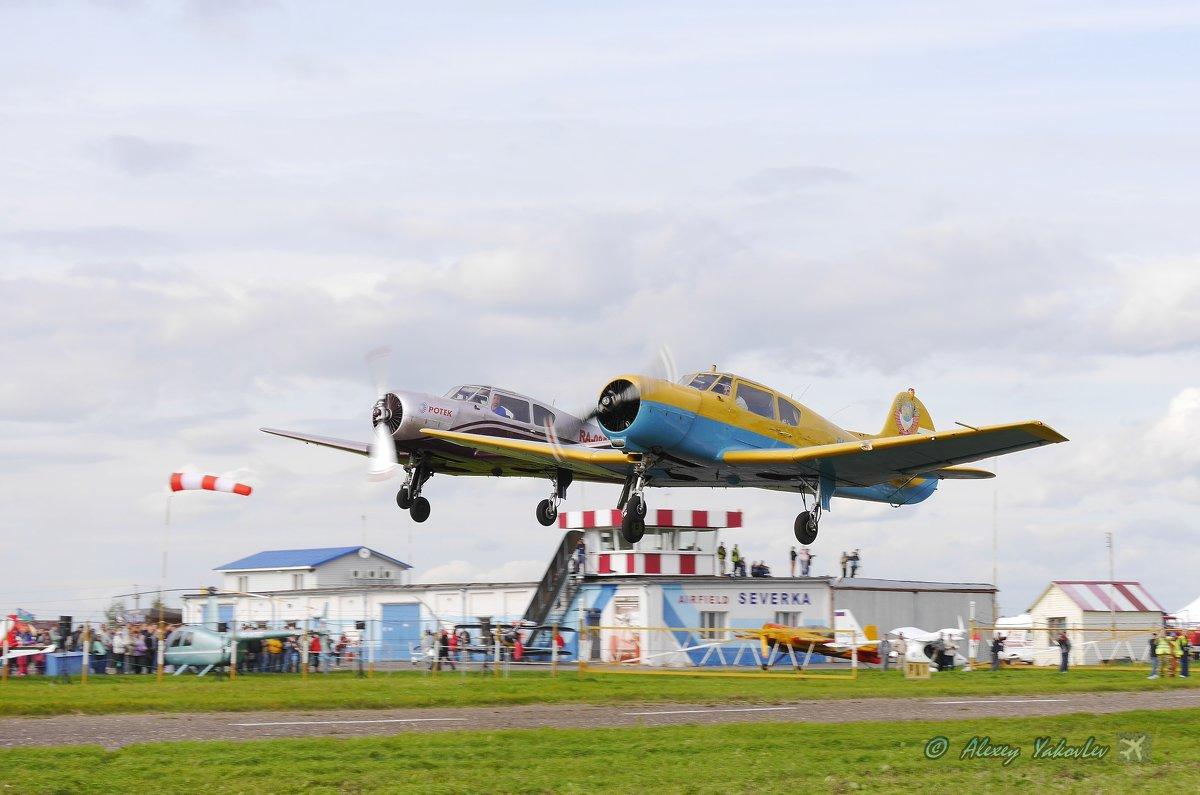 Взлёт Як 18Т. Слева Волков и справа Сухарев (по направлению полёта) - Alexey YakovLev