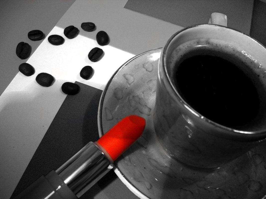 Чашечка кофе и губная помада - Victoria