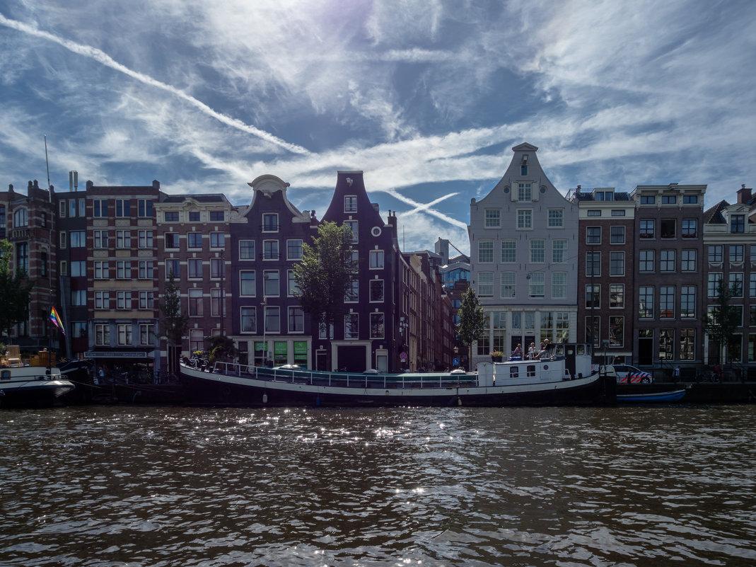 Вид из канала на архитектуру Амстердама - Witalij Loewin