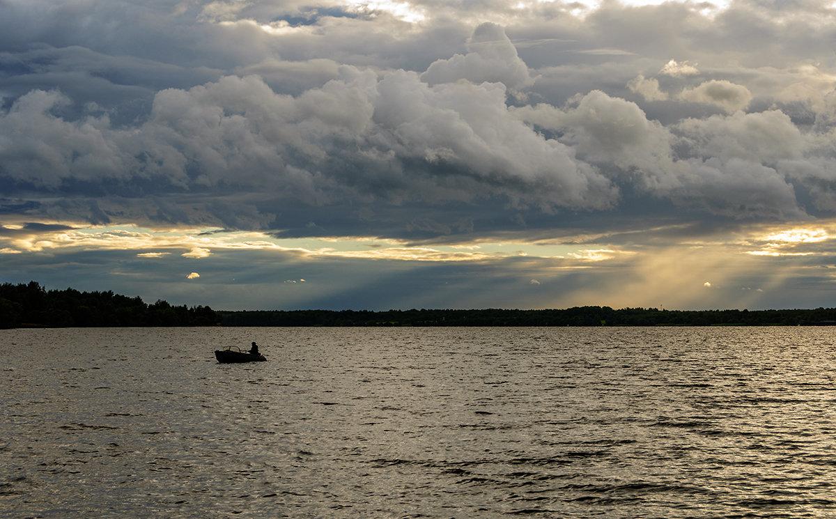 для рыбака плохой погоды нет - Galina