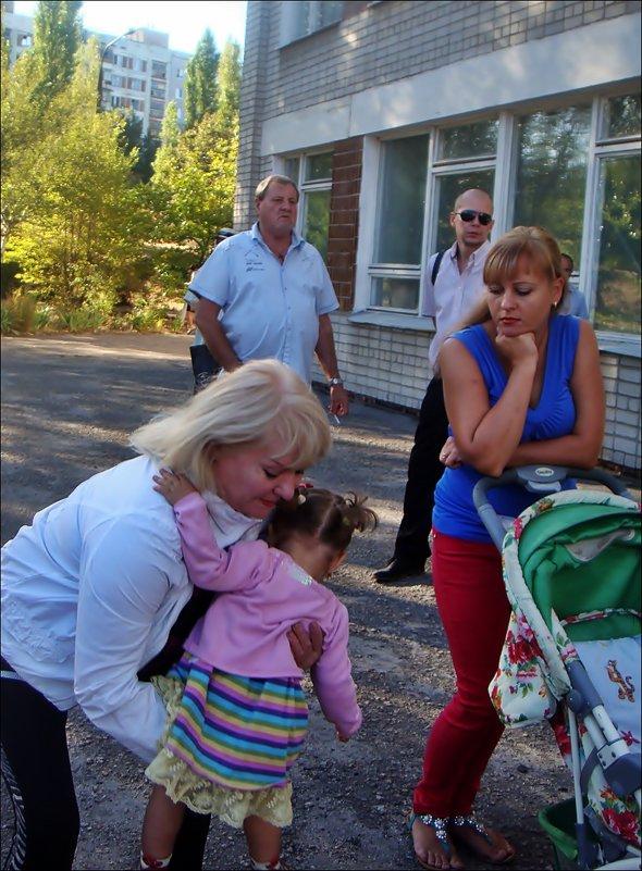 С бабушкой и мамой - Нина Корешкова