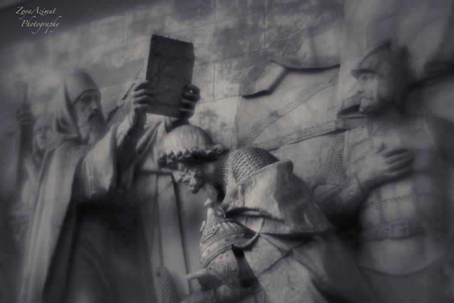 Старинный барельеф - Зоя Азимут