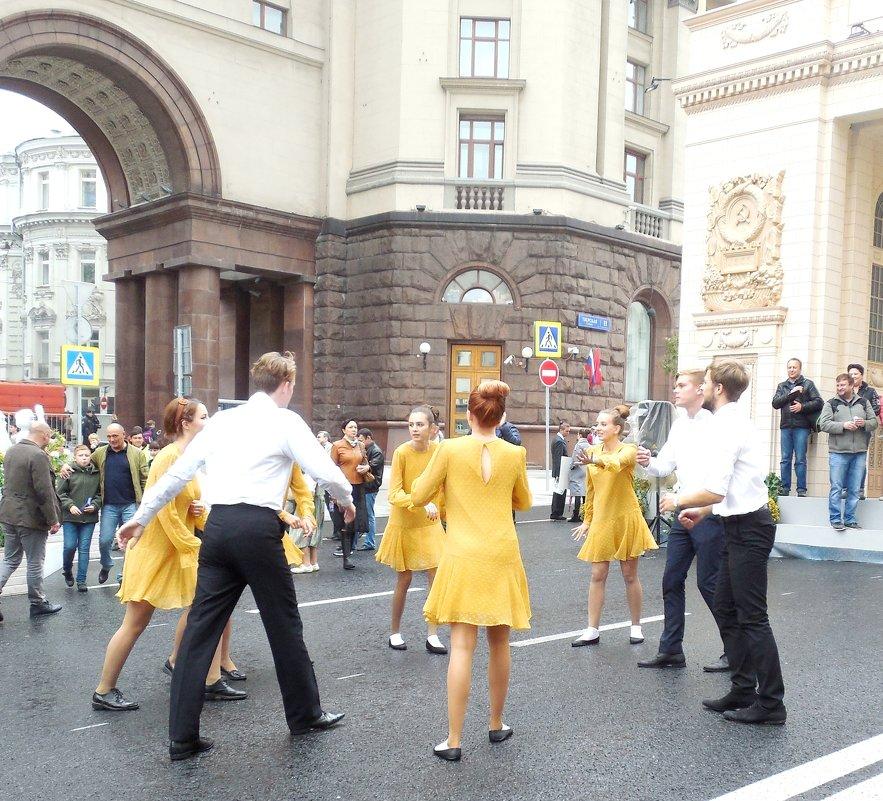 Танцы на Тверской. - Мила