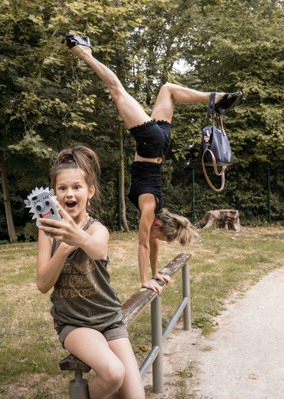 devocka uvidela acrobatiku v parke - Anatol Stykan