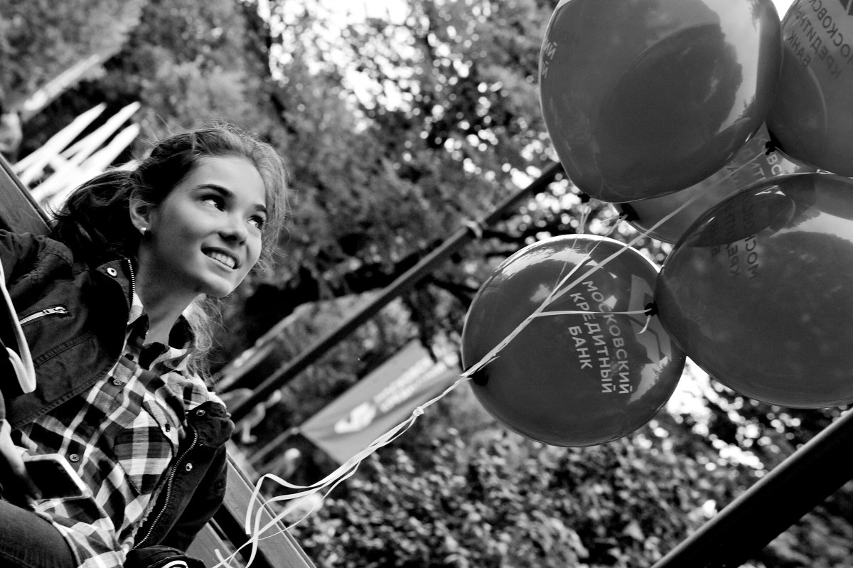 Девушка с шариками. - Дмитрий Воронин